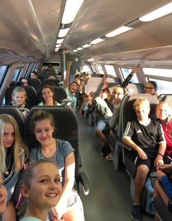 Ontmoetingsdag eerste jaar secundair onderwijs middenschool Sint-Pieter Oostkamp: trein naar Blankenberge.
